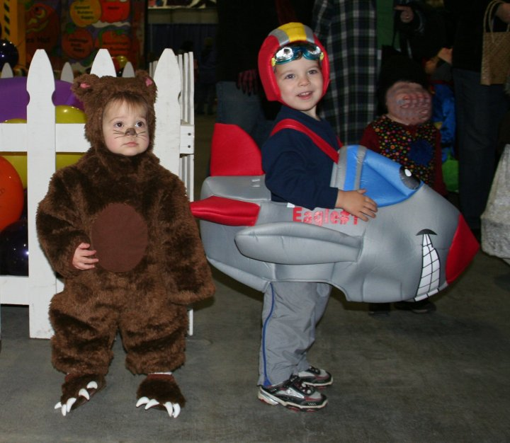 10-26-07 trick or treat town 015_cropped