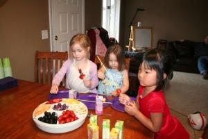 4-11-2010 maggie bday_fruitkabobs